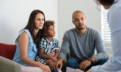 gezin krijgt ondersteuning
