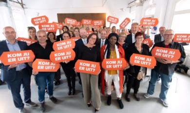 Op de website www.komuitjeschuld.nl delen de schuldenambassadeurs hun ervaringen.