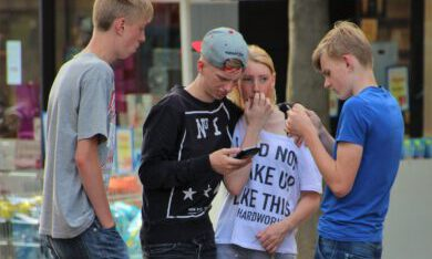groepje tieners op straat