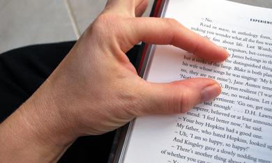 vingers die engels boek lezen